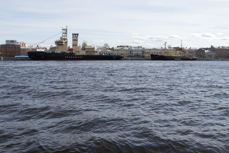 Icebreakers na Neva zdjęcie stock