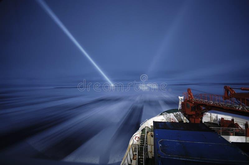 Icebreaking na noite imagens de stock