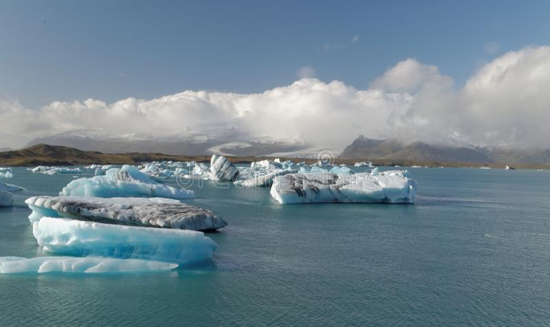 Iceburgs σε μια παγετώδη λιμνοθάλασσα στοκ φωτογραφία με δικαίωμα ελεύθερης χρήσης