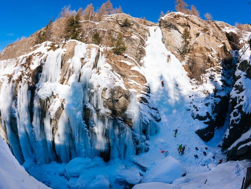 Icefall de Lillaz: paraíso de escalada do gelo Conceitos: esporte extremo, fotografia de stock royalty free