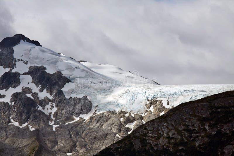 Icefields på överkanten av kustbergen nära Skagway, AK royaltyfria foton