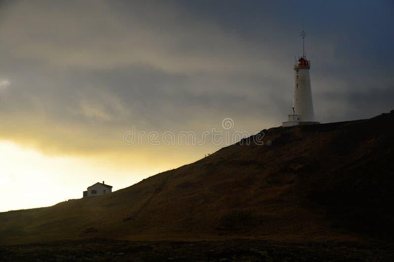 Iceland latarnia morska przy półmrokiem fotografia stock