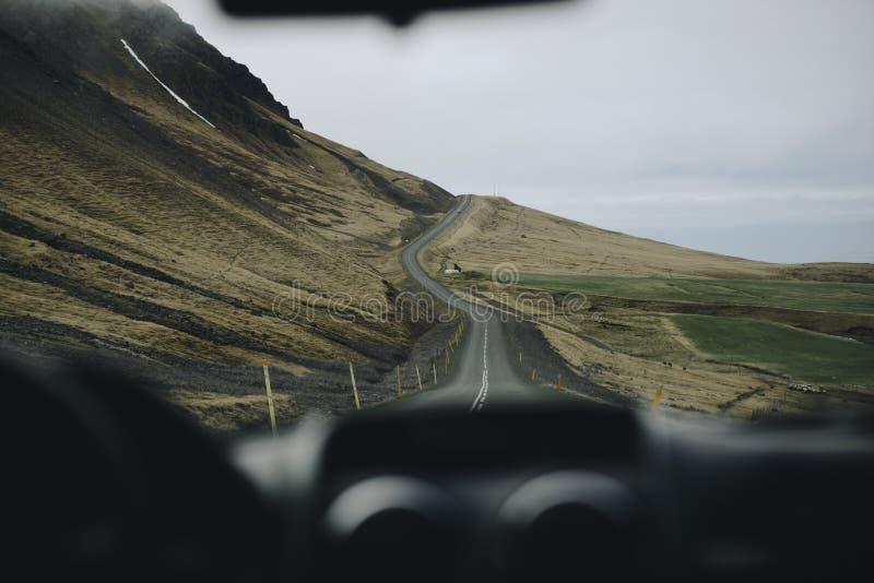 Iceland wycieczka samochodowa, widok od samochodu zdjęcie stock