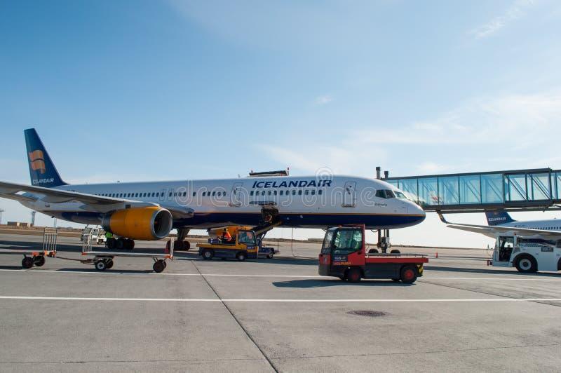 Icelandair Boeing 757 αεροπλάνο στον αερολιμένα Keflavik στην Ισλανδία στοκ εικόνες με δικαίωμα ελεύθερης χρήσης