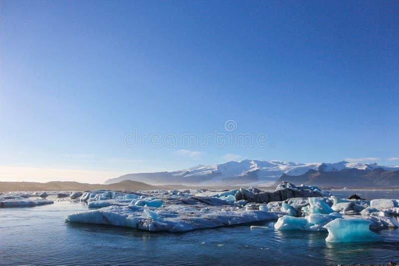 Ices que flutua na água fotos de stock