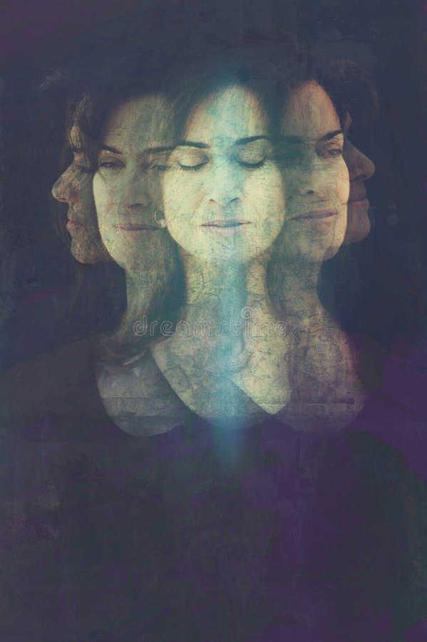 Ich bin die meditierende Frau lizenzfreie stockbilder