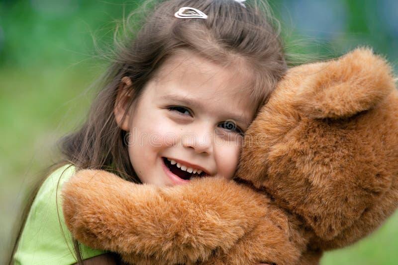 Ich liebe meinen Teddybären lizenzfreie stockfotos