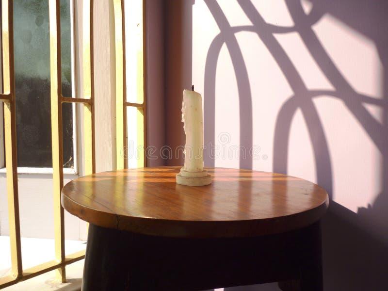 Ich sende ein Foto der weißen Kerze stockfoto