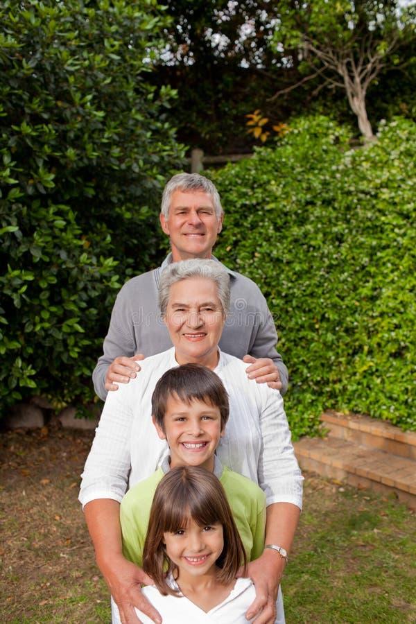 ich wnuków dziadkowie zdjęcie royalty free