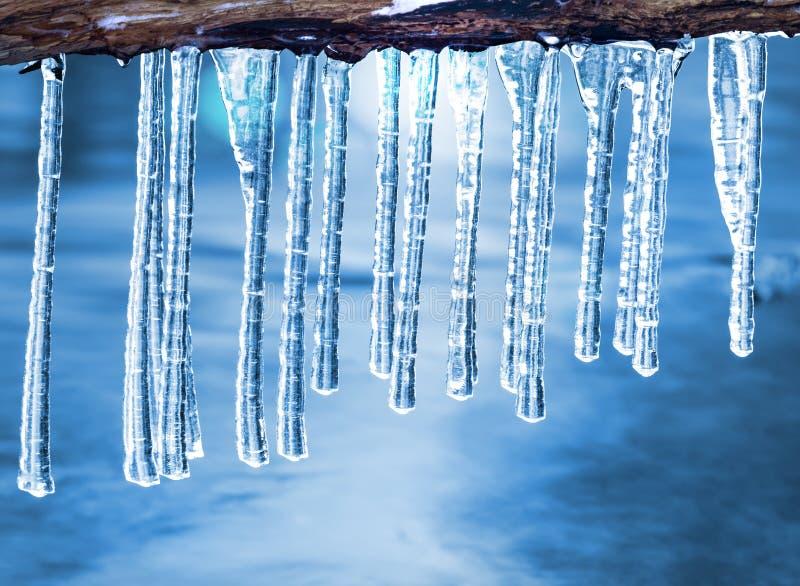 icicles над водой стоковое изображение