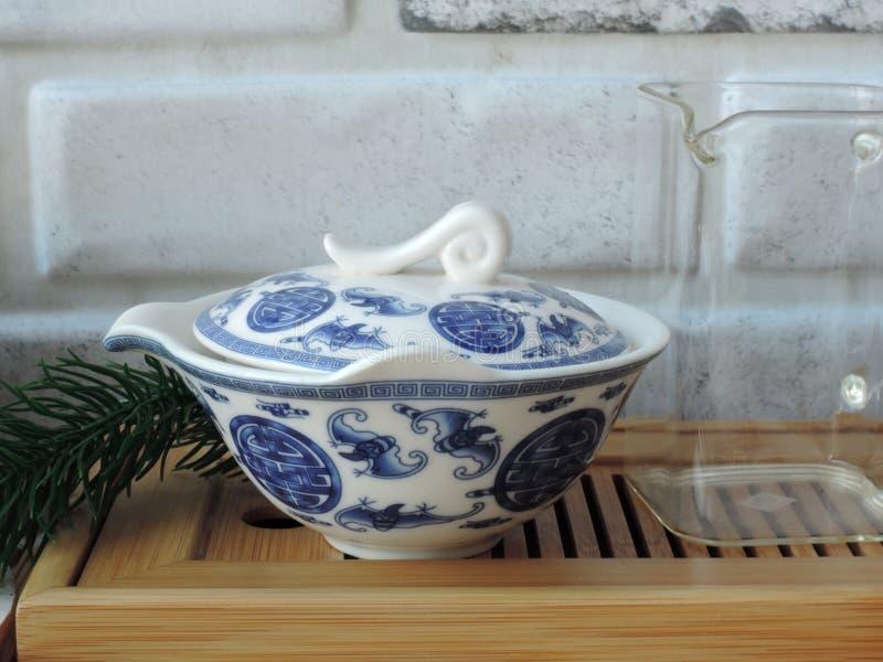 Icke-klassiskt gaiwan för den kinesiska teceremonin arkivbild