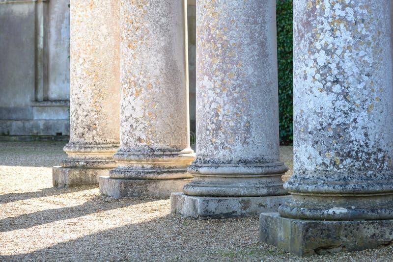 Ickworth colums op zonnige de zomer of de lentedag stock foto's