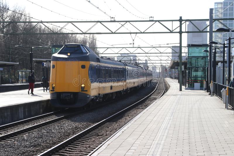 ICM intercity τραίνο Koploper στο trainstation της Χάγης Laan van NOI στις Κάτω Χώρες στοκ εικόνες