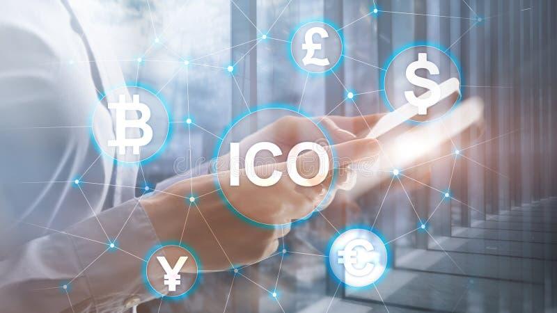 ICO - Initialt erbjuda f?r mynt, Blockchain och cryptocurrencybegrepp p? suddig aff?rsbyggnadsbakgrund fotografering för bildbyråer