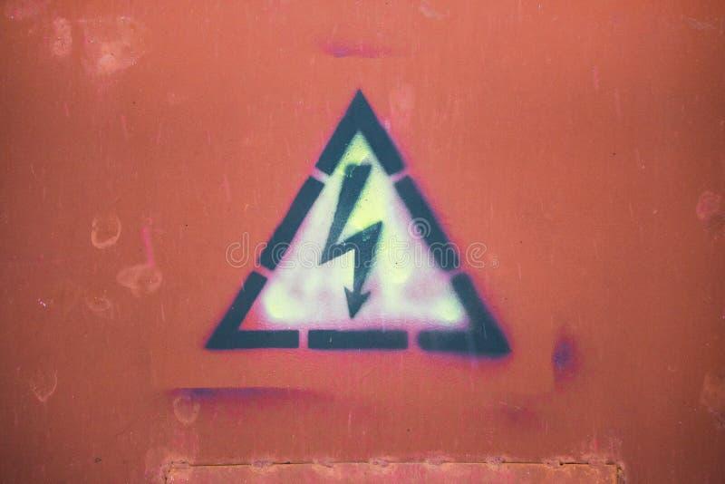 Icona ad alta tensione di attenzione Simbolo elettrico del pericolo Segno di attenzione con l'icona di colpo di fulmine Segno di  fotografie stock