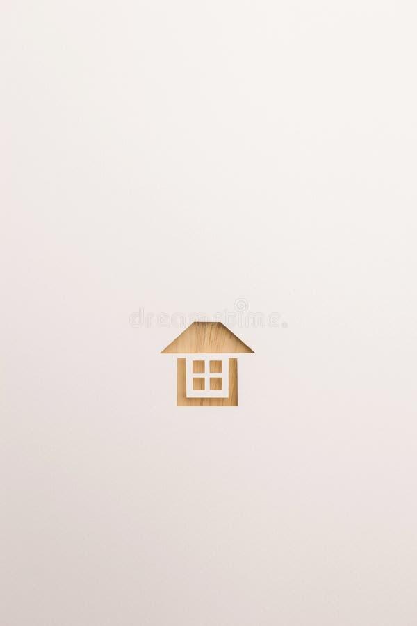 Icona completa strutturata di legno della casa su fondo bianco fotografie stock