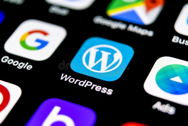 Icona dell'applicazione di Wordpress sul primo piano dello schermo di iPhone X di Apple Icona di Wordpress app wordpress applicaz fotografia stock