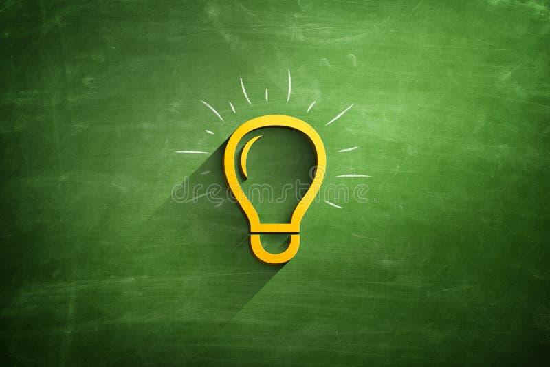 Icona della lampadina sulla lavagna fotografia stock libera da diritti