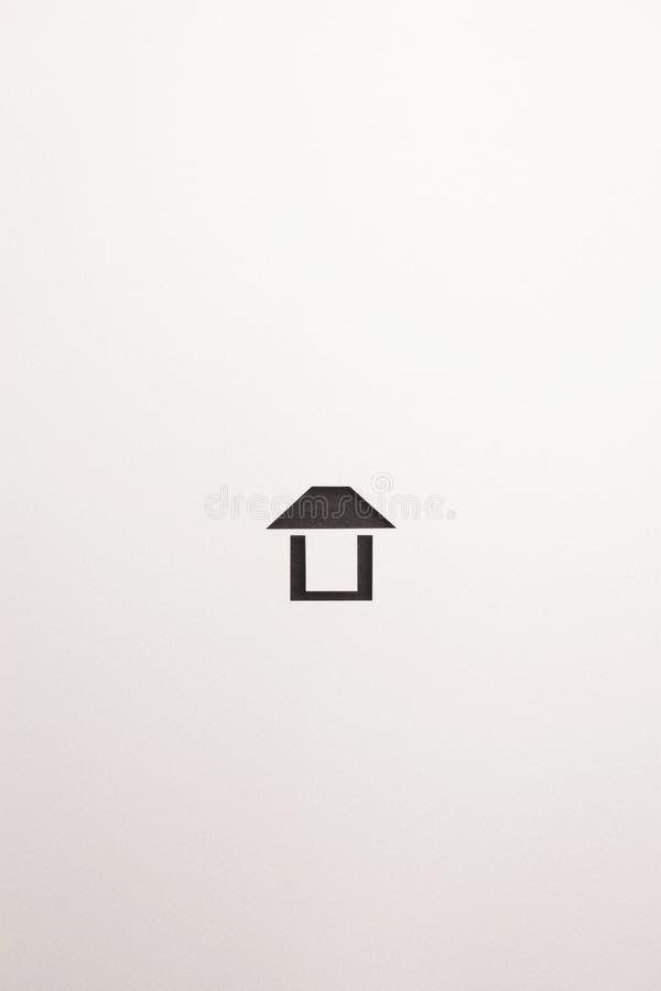 Icona facile di legno marrone scura della casa su fondo bianco immagine stock