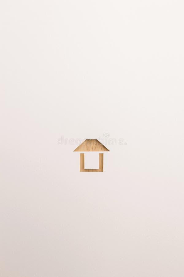 Icona facile strutturata di legno della casa su fondo bianco fotografia stock