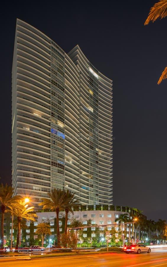 Icona Foto della notte di Condominium Miami Beach fotografie stock libere da diritti