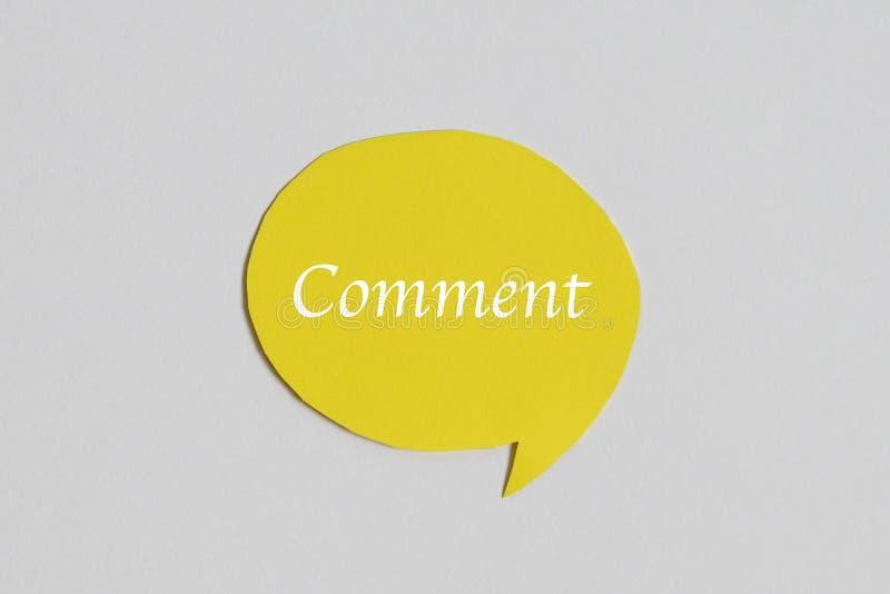 Icona gialla di discorso di chiacchierata: un simbolo e un concetto per la conversazione ed il messaggio fotografia stock