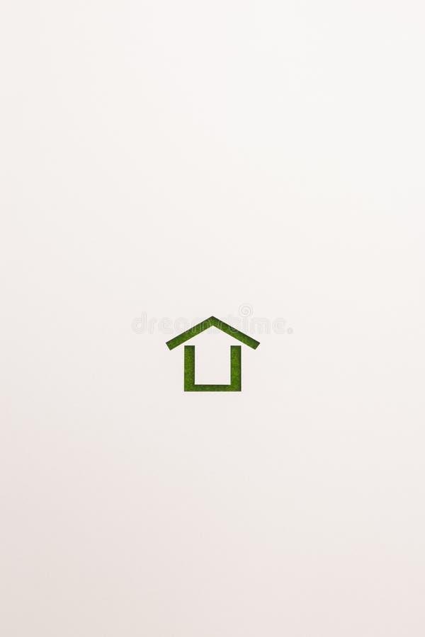 Icona minima della casa del velluto verde su fondo bianco fotografia stock