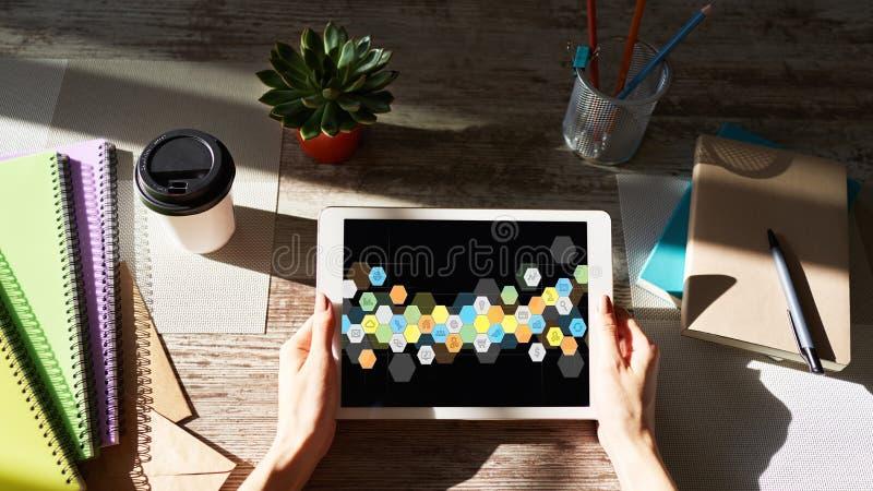 Icone colorate dei APPS sullo schermo della compressa Applicazione e sviluppo di software personali Concetto di tecnologia e di I fotografia stock