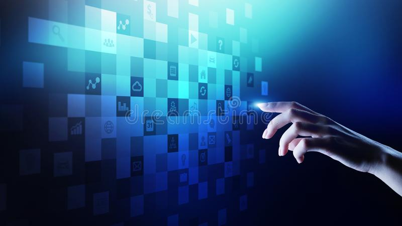 Icone dell'applicazione sullo schermo virtuale Concetto di affari e di tecnologia immagine stock libera da diritti