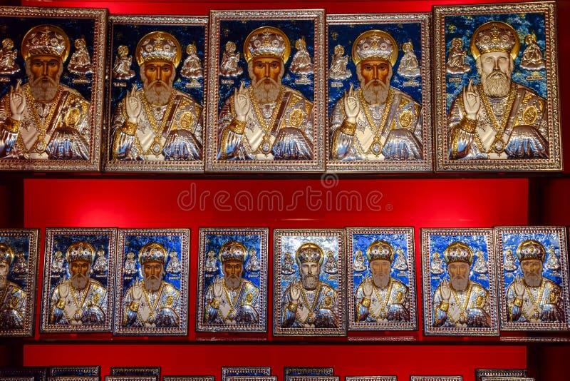 Icone ortodosse sul contatore del negozio immagine stock