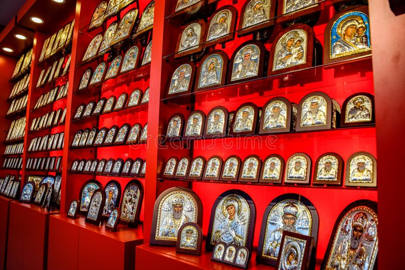 Icone ortodosse sul contatore del negozio immagini stock libere da diritti