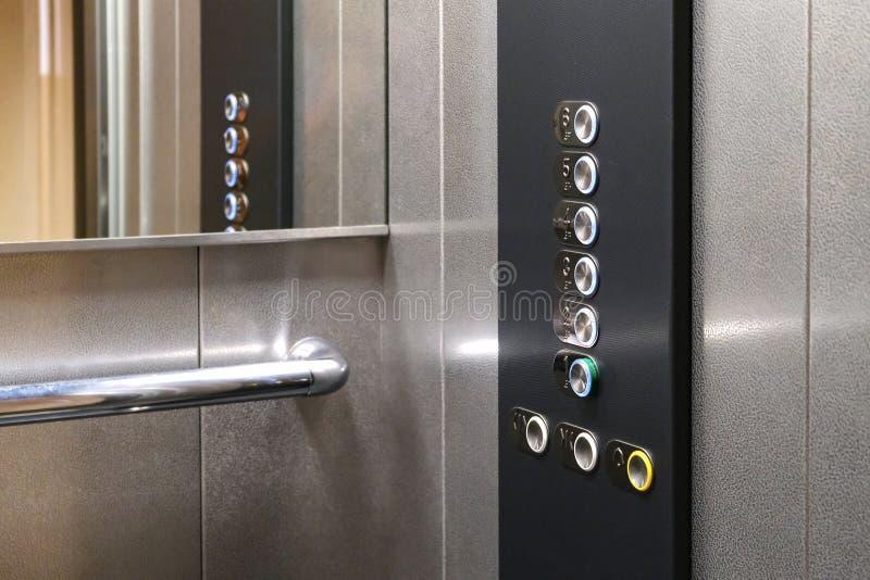 Icone tattili della cifra per il cieco Bottoni dell'elevatore Primo piano del fuoco selettivo fotografia stock libera da diritti