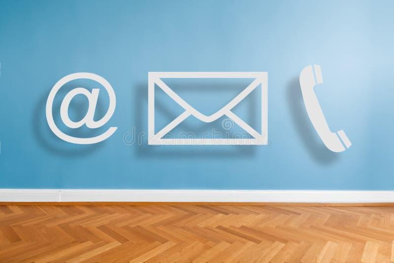 Icone/telefono, email del contatto ed all'illustrazione del segno sul fondo vuoto della parete dell'appartamento illustrazione di stock