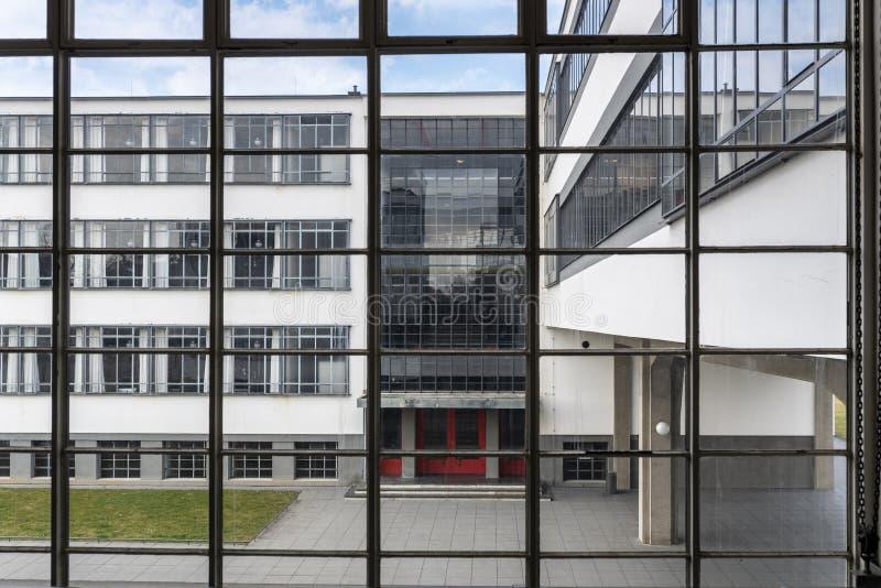 Iconic byggnad för Bauhauskonstskola i Dessau, Tyskland arkivfoto