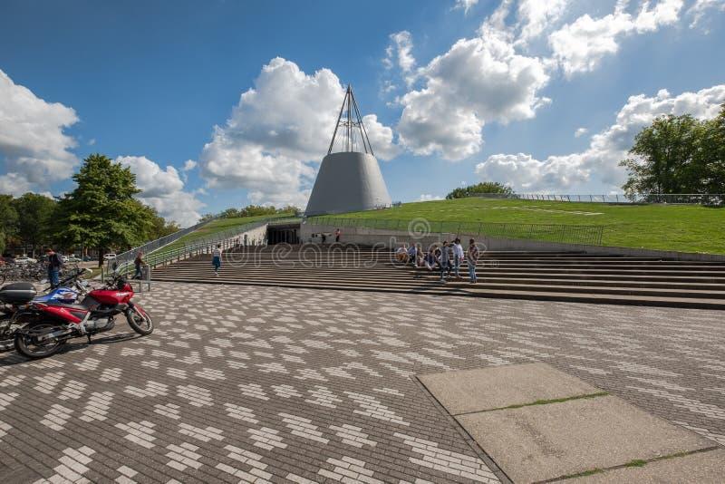 Iconic ingång av universitetarkivet, delftfajans, Nederländerna royaltyfria foton