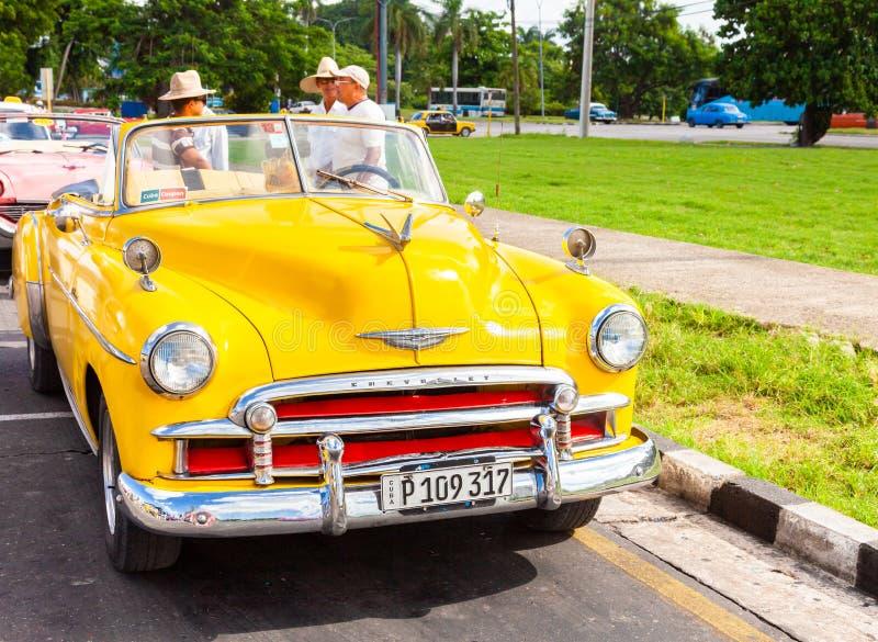 Iconique, cru, vieil Américain Chevrolet à La Havane photographie stock