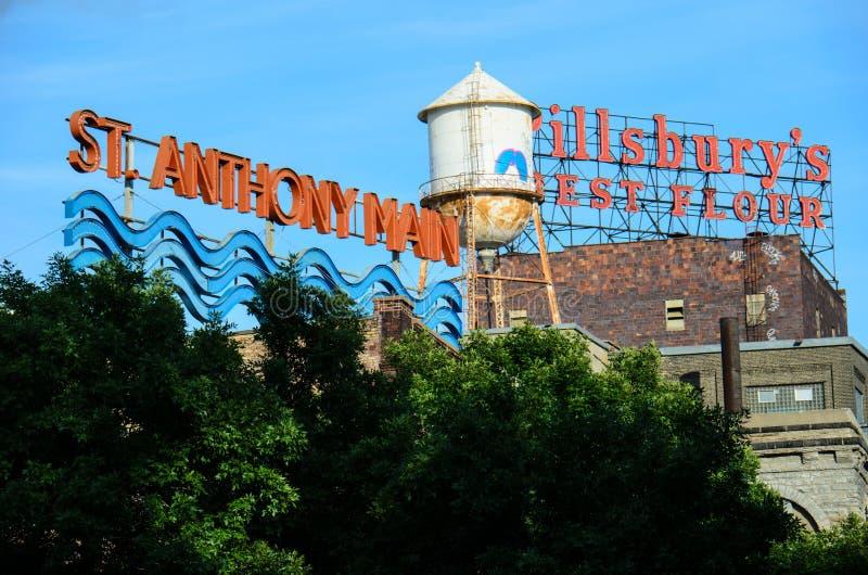 Iconisch St Anthony Main teken en de Beste Bloem van Pillsbury's in Minneapolis Van de binnenstad royalty-vrije stock fotografie