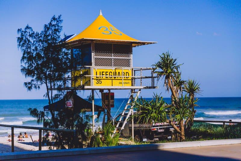 Iconische gele badmeesterhut op het strand in Surfersparadijs royalty-vrije stock foto