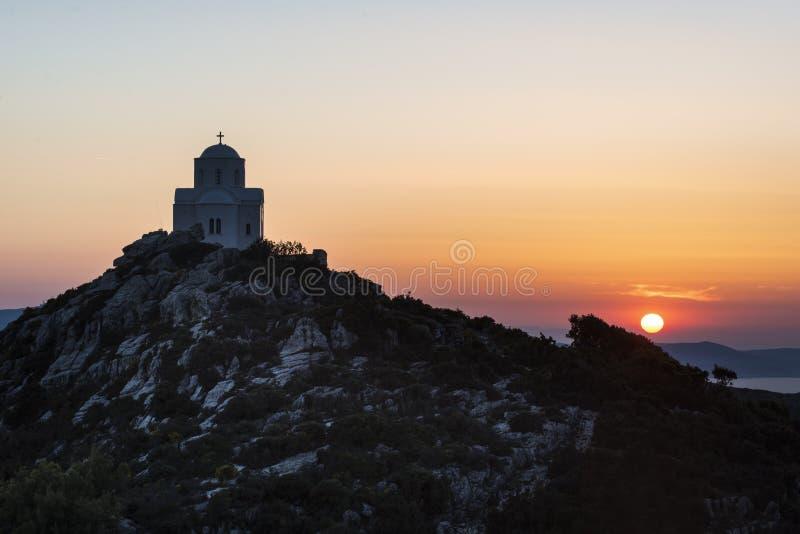 Iconische Kapel met Naxos-Zonsondergang stock foto