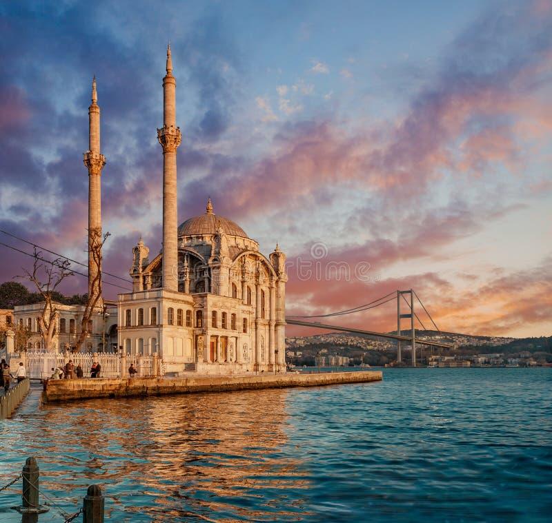 Iconische mening van Istanboel van Ortakoy royalty-vrije stock afbeeldingen