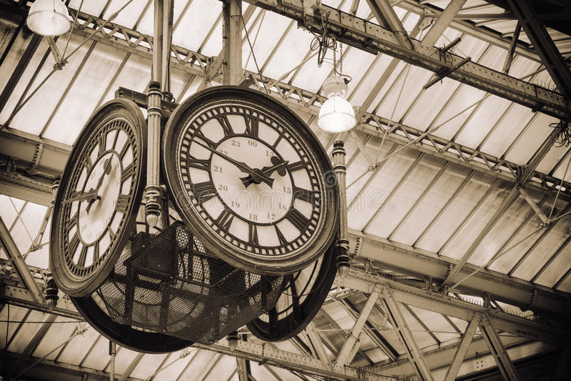 Iconische oude klokwaterloo Post, Londen stock afbeelding