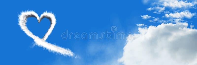 Icono de la nube del corazón con el cielo ilustración del vector