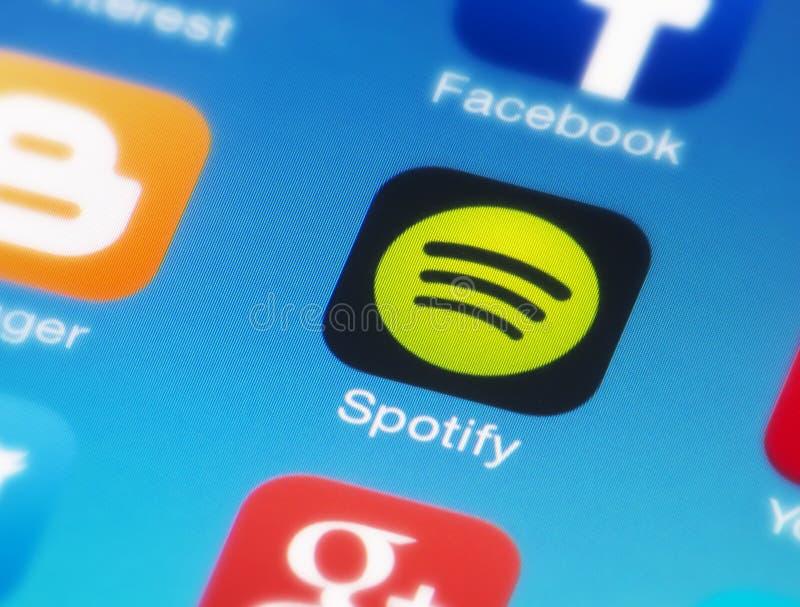 Icono de Spotify en el teléfono elegante foto de archivo libre de regalías