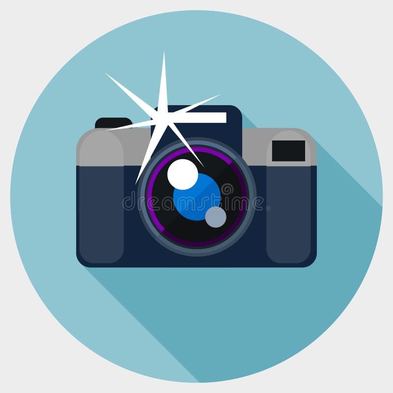 Icono plano de la cámara con el flash stock de ilustración