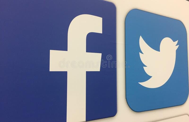 Iconos de Facebook y de Twitter foto de archivo