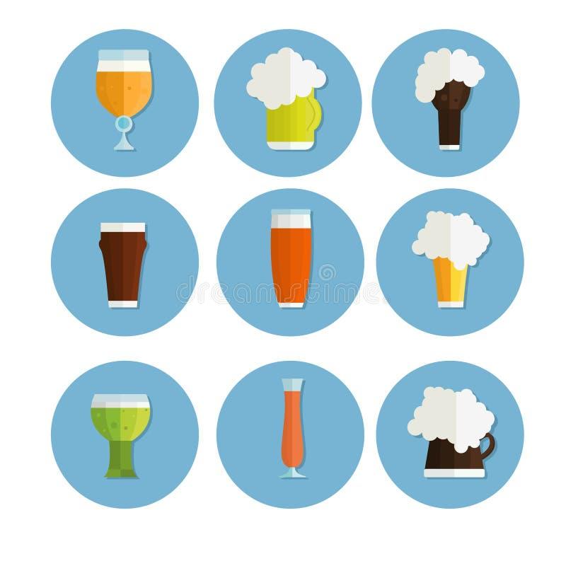 Iconos de la cerveza fijados botella, vidrio y etiqueta las tazas siluetean, aislado oktoberfest libre illustration