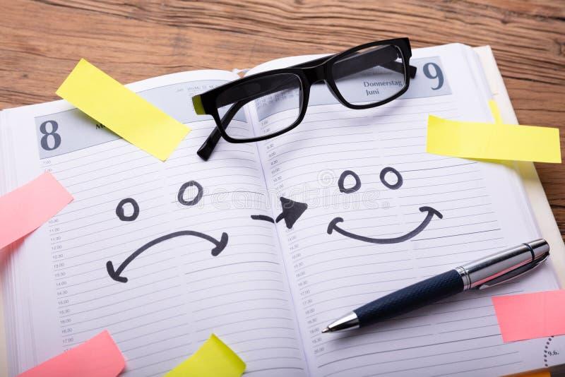 Iconos de la emoci?n dibujados en diario libre illustration