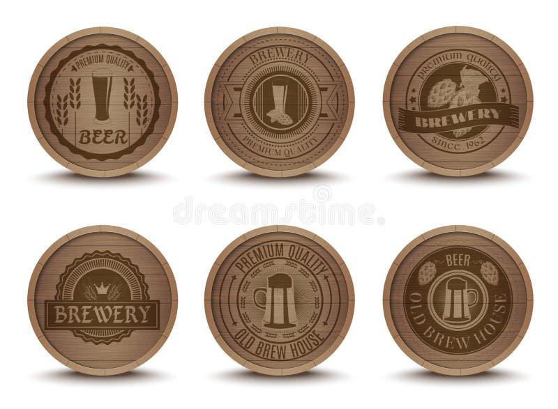 Iconos de madera de las esteras de los emblemas de la cerveza fijados ilustración del vector