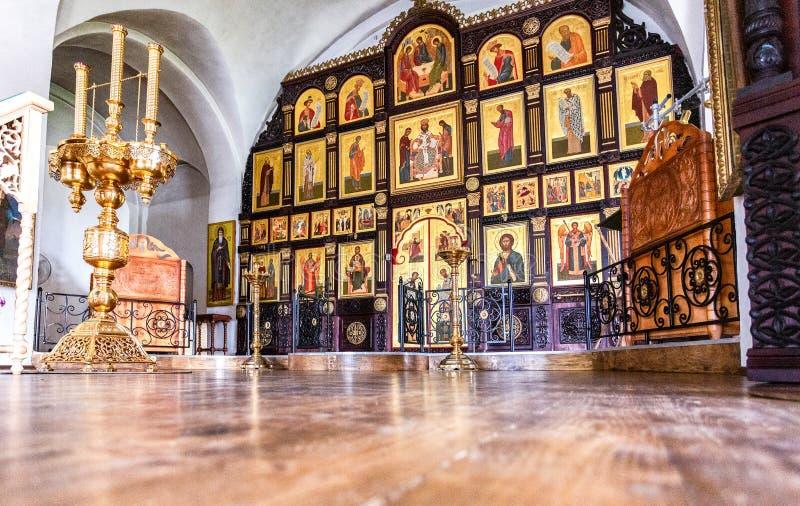 Iconostase orthodoxe à l'intérieur de l'église images libres de droits