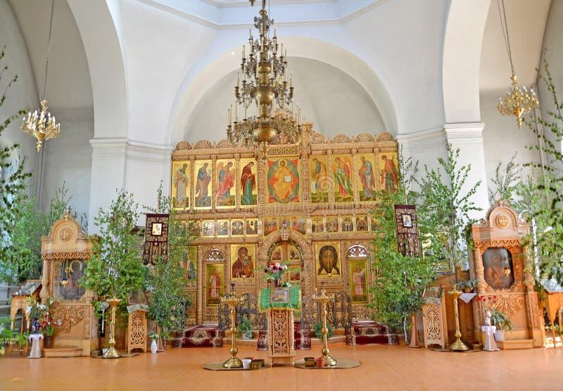 Iconostasis i kościół meble świątynia Iverian Th eotokos na trójcie Niedziela Rybinsk, Yaroslavl region zdjęcia royalty free